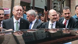Cumhurbaşkanı Erdoğan, Cuma namazını Okkaş Camii'nde kıldı
