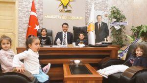 Ak Parti Karaköprü İlçe Başkanlık koltuğu çocuklara emanet