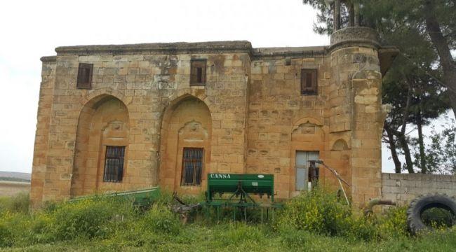 Urfa'da cemaat korkuyla namaz kılıyor!