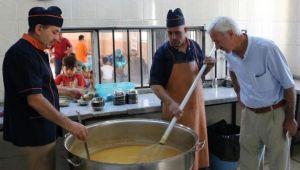 Büyükşehir'den her gün 25 bin kişiye sıcak çorba