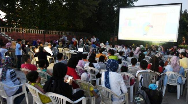 Büyükşehir Belediyesi'nin Yaz Sinemasına Yoğun İlgi