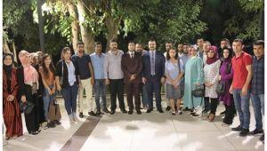 Başkan Yıldız gençlerin çay sohbetine iştirak etti