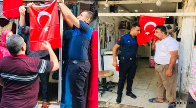Eyyübiye'de Türk bayrağı dağıtıldı
