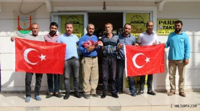 Haliliye Belediyesi Türk bayrağı dağıttı