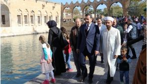 Başkan Baydilli'den Ali Dede'nin Kabrine Ziyaret