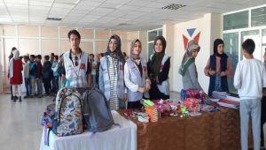 Harran Üniversitelilerden ihtiyaç sahibi öğrencilere kırtasiye yardımı