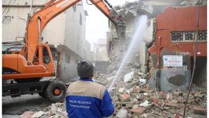 Haliliye'de metruk yapıların yıkımı sürüyor