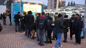 Haliliye'de soğukta vatandaşların içi ısınıyor