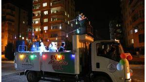 Karaköprü'de evde kalanlara ilahi konser