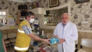 Haliliye'de Berber ve Kuaförlere Maske Dağıtımı Sürüyor