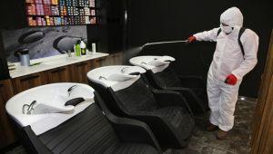 Karaköprü'de berberler dezenfekte ediliyor