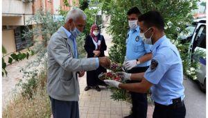 Şanlıurfa Büyükşehir 65 yaş üstü vatandaşları yalnız bırakmadı