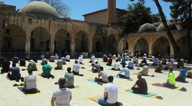 Şanlıurfa'da Sosyal Mesafeli Cuma Namazı