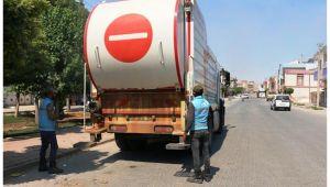 Akçakale'de çöp konteynerleri dezenfekte edildi