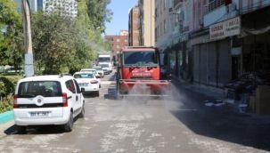 Haliliye'de Köpüklü Su İle Yıkama ve Dezenfekte Sürüyor