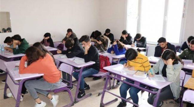 Halfeti'de 48 öğrenci belediye ile üniversiteyi kazandı