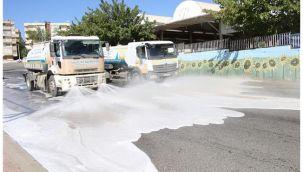 Haliliye Belediyesi Temizlik için geceli gündüzlü sahada