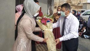 Kendisine Hayat Veren Doktoru, Nişan törenine davet etti