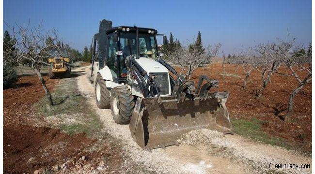 Karaköprü kırsalında yollar çamurdan kurtarılıyor