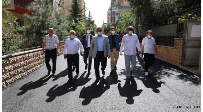 Başkan Canpolat Ulubatlı'da asfalt çalışmalarını inceledi