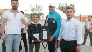 Başkan Kuş, öğrencilere eğitim ve spor malzemesi dağıttı